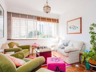 Spacious & Cosy flat with Balcony @ Jardins, São Paulo