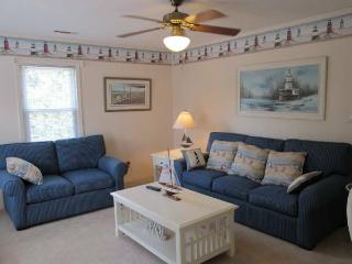 3rd row from beach: sleeps 10. Mother-in-law suite, Noord Myrtle Beach