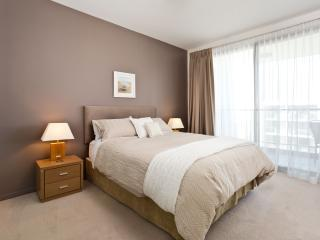Queen bed with King Doonah, pillowtop mattress and tempur pillows.  Quality backed curtains to draw.