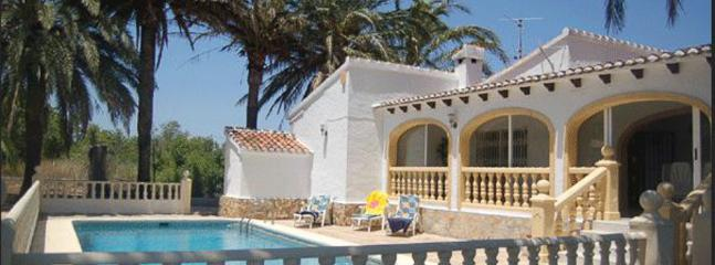 Villa Danny with air con and close to amenities, Javea