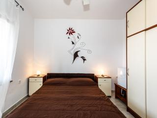 Wunderschönes Zimmer, nur 350m vom Strand !, Malinska
