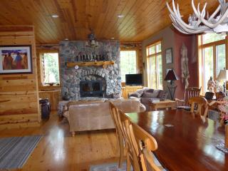 Gorgeous large lakefront log Cabin, Minocqua