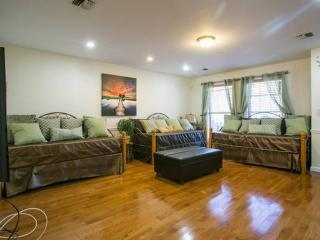 3 bedroom duplex/ 2 bath/ full kitchen for cooking, Brooklyn