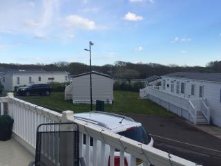 Modern Luxury Family Caravan by Sea on Shorefield Park - FREE Wifi - sleeps 6