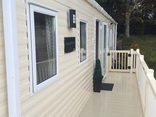 Modern Caravan 5*Shorefield Park FREE Wifi sleeps6, Milford on Sea