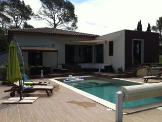 VILLA IN GOLF OF BARBAROUX IN PROVENCE, FOR  8p
