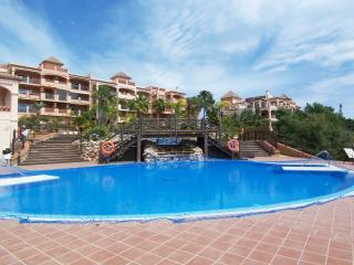 Luxury Garden Apartment Benalmadena  Wifi  Aircon