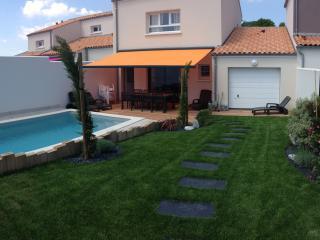 La Maison de Pomone avec sa piscine chauffee