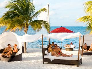 All-Inclusive Beachfront Getaway 21+, Playa Mujeres