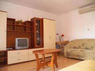 Apartment + studio in Stinjan up to 6p. -93/ab, Pula