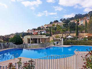 2 bedroom Villa in La Londe-les-Maures, Provence-Alpes-Cote d'Azur, France : ref