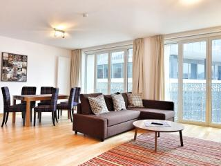 Spacious Opera 402 apartment in Brussel centrum with WiFi, balkon & lift.