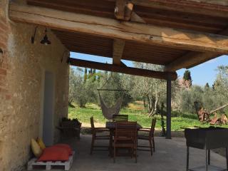 camera con patio e giardino privato