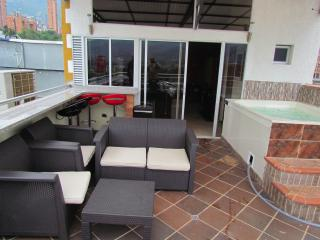 2 Apartments The Penthouse 3 Bedroom  &roof Deck + 2 Bedroom right below it., Medellín