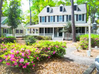 Picture Perfect Cottage... 3 Miles to Beaches!, Murrells Inlet