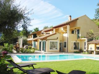 Villa Maniglio, a paradise in the countryside for your holiday of golf and sea