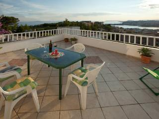 Vacation house with fantastic view, Stobrec