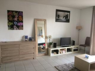 Modern one bedroom apartment in private residence, Juan-les-Pins