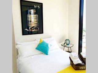 Boutique Apartment CBD 2BD 2BTH +views +carpark*, Melbourne