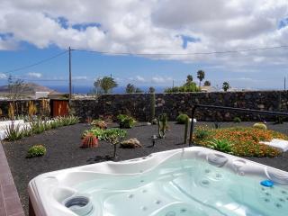 Holiday Cottage Finca Aloe * Jacuzzi & Sea views, Teseguite