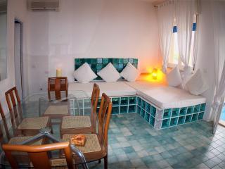 Bilocale 80 mq ,Climatizzato, di design, Camino, Balcone, Villa 300mt dal mare, Fontane Bianche