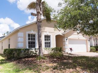 Newly Refurbished vacation home with a private pool and spa off of Hwy 27 with onsite tennis courts!, Davenport