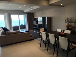 Luxury Seafront Apartment in Fort Cambridge-Sliema