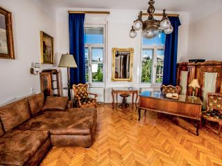 Elegant business apartment in d Central Green Park, Budapeste
