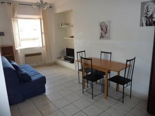 1 bedroom flat - centre of Cannes