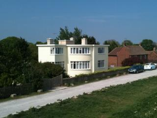 Seabreeze: Garden Apartment, Dymchurch