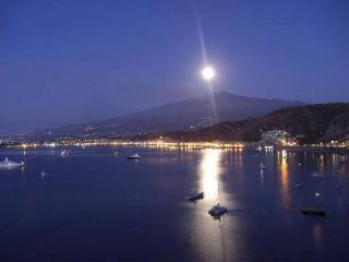 Linguaglossa: tra l'Etna e Taormina