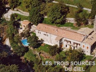 Maison dans nature luxuriante, bord riviere, Rochessauve