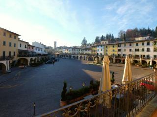 casagreve - Ferienhaus an der Piazza