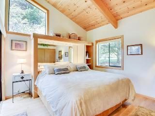 Dog-friendly with hot tub, shared pool, ocean views & two decks!, Sea Ranch