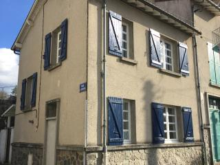 Charming French Cottage in Town Centre Sleeps 5
