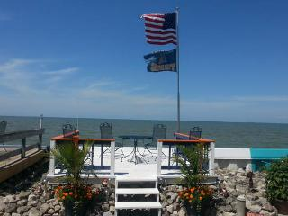 Cozy Waterfront on Lake Erie, Port Clinton