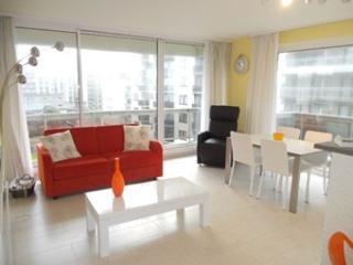 Appartement lumineux, une chambre vue laterale sur