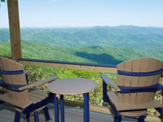 Ridge Top Cottage, Long Views, Covered Deck Near Two Wineries, Primland & Floyd.