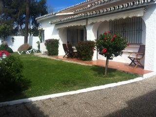 3 Bedroom villa with private pool close to beach., Estepona