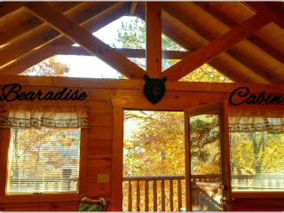 Perfect Location Rustic Elegant 2 BR Mtn Cabin, Gatlinburg