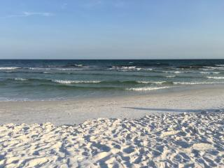 Just Steps from White Sand & Emerald Green Water, Fort Walton Beach