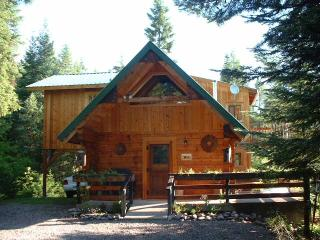 'Swan Peaks' Log Cabin Chalet - Lovely Mtn Views, Bigfork