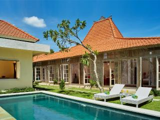 3BR villa Seminyak/Oberoy,15mint walk to the beach