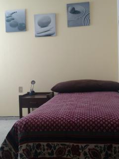 Silencioso cuarto en casa a 10 min. Del centro.