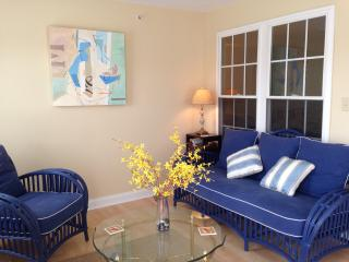 Cheery Goose Rocks Beach Condo with 450 SF Deck, Kennebunkport