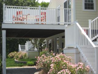 Cheery 2BR Goose Rocks Beach Condo with 450ft deck, Kennebunkport