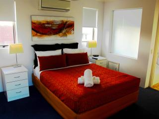 Montego Sands Resort 2 BEDROOM DELUXE PENTHOUSE, Mermaid Beach