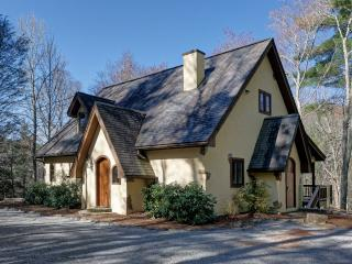 PET-FRIENDLY! Once Upon a Stream- Adorable Mountain Cottage!