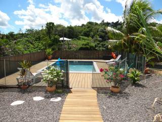 Charmante Villa F2 avec piscine au centre de l'île, Ducos