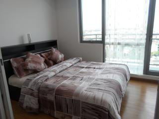 Fully Furnished 1 Bedroom Condo with Balcony